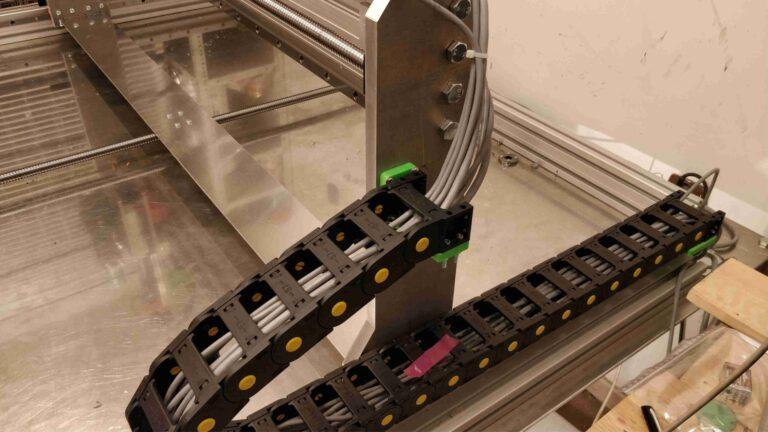 prowadnik kabli osi y 768x432 - Budujemy laser