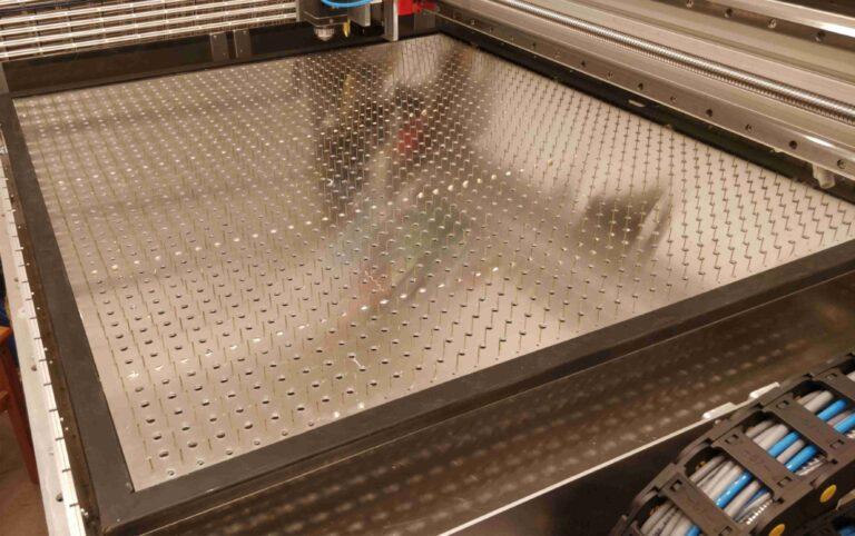 stol lasera CO2 768x482 - Budujemy laser